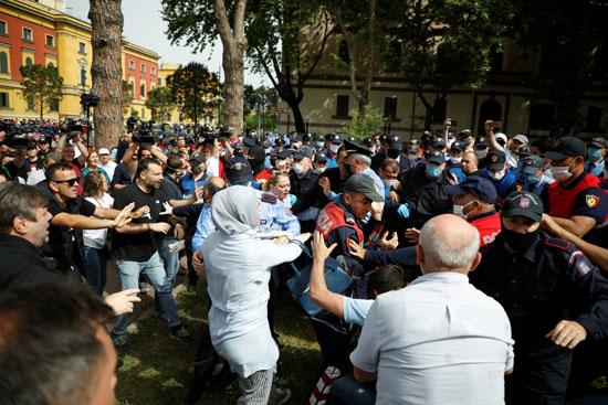 77811-العنف-يهيمن-على-المشهد-فى-ألبانيا