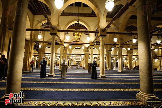 أول صور من صلاة التراويح بالجامع الأزهر  (13)