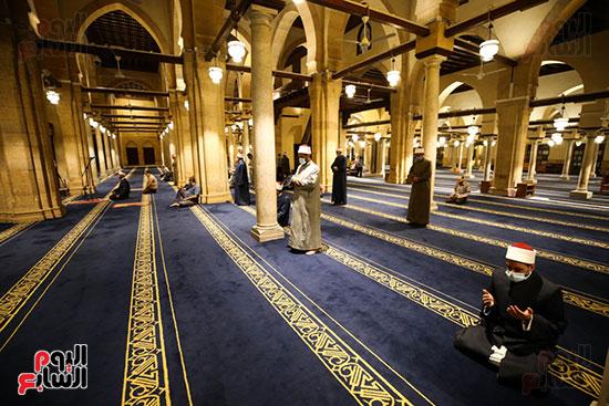 أول صور من صلاة التراويح بالجامع الأزهر  (5)