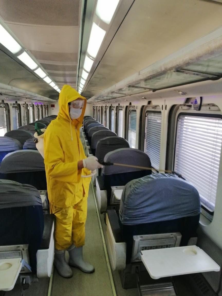 السكة الحديد تواصل أعمال تعقيم المحطات والقطارات ضد كورونا (9)