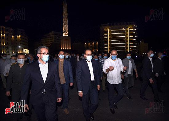 جولة تفقدية لرئيس الوزراء بميدان التحرير لمتابعة أعمال التطوير (10)