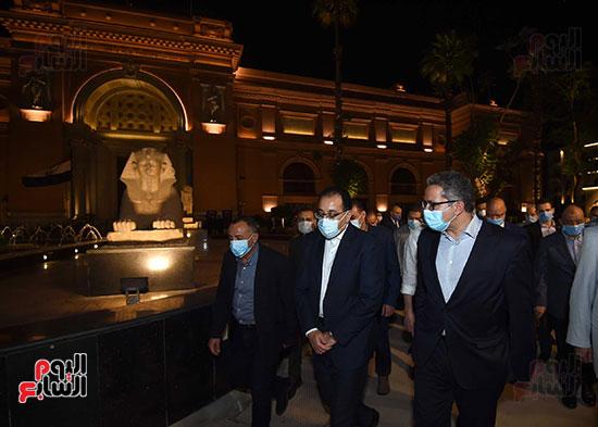جولة تفقدية لرئيس الوزراء بميدان التحرير لمتابعة أعمال التطوير (5)