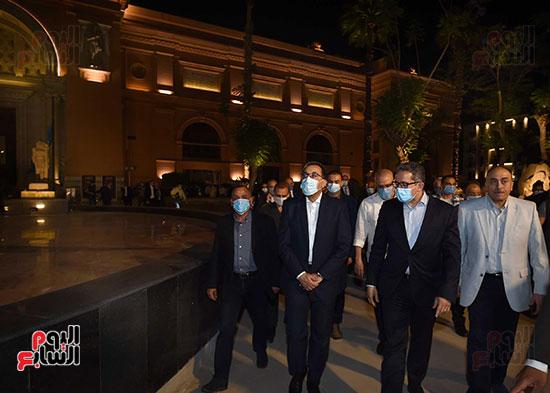 جولة تفقدية لرئيس الوزراء بميدان التحرير لمتابعة أعمال التطوير (4)
