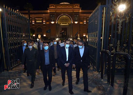 جولة تفقدية لرئيس الوزراء بميدان التحرير لمتابعة أعمال التطوير (6)