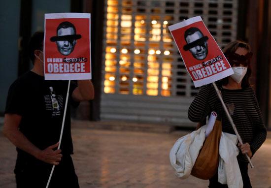 لافتات ضد رئيس الوزراء الاسبانى