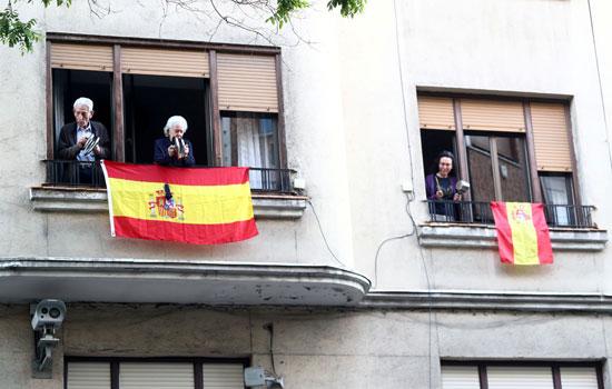 مظاهرات من شرفات المنازل