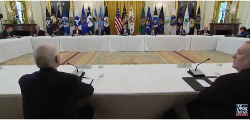 ترامب فى اجتماع الوزراء