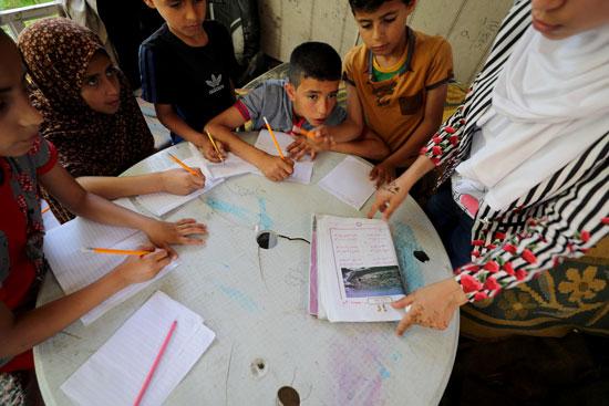 فجر حميد مع الطلاب