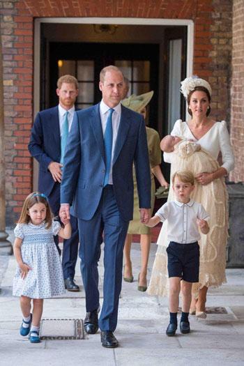 الأمير وليام وزوجته كيت وأولادهم الثلاثة