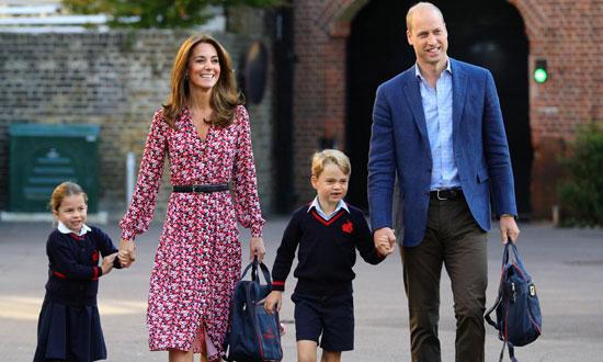 الأمير وليام وزوجته كيت والأميرة شارلوت والأمير جورج