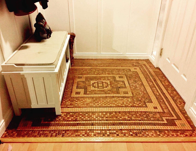 امريكية صممت عمل فنى من الفسيفساء مصنوعة بـ 7500 بنس (3)
