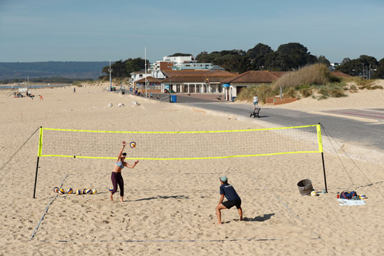 ممارسة الالعاب الرياضية على الشواطئ