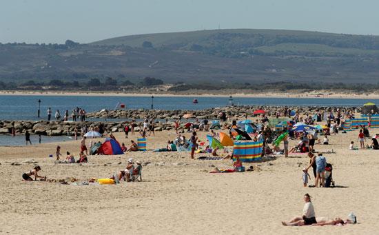 اقبال كبير من البريطانيون على الشواطئ