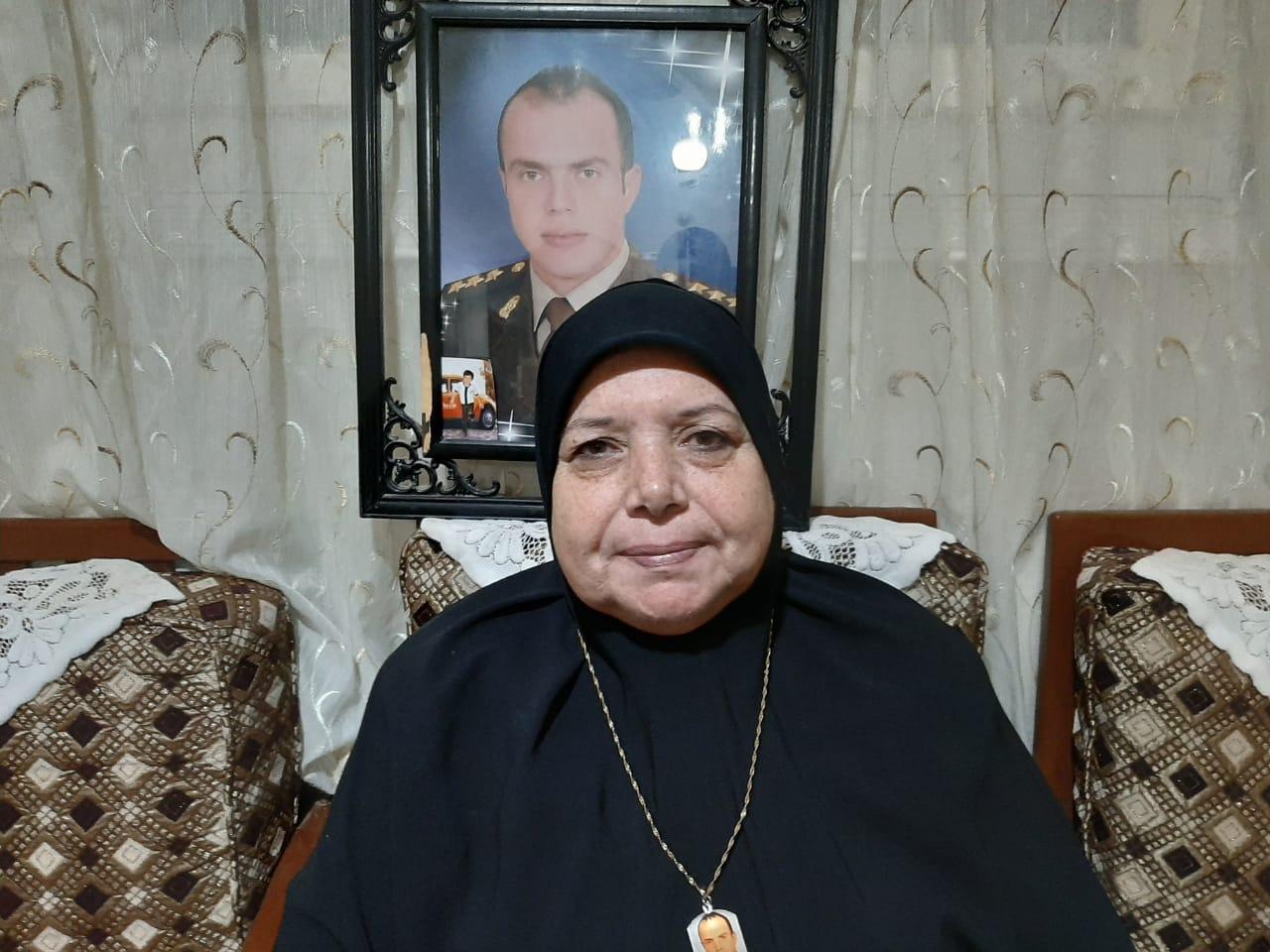 هدي عز الدين والدة الشهيد الرائد أحمد الشبراوى  2