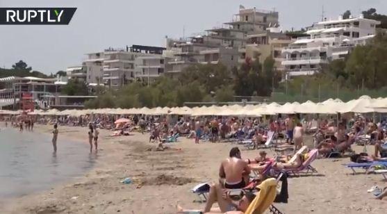 تكدس على شواطئ اليونان