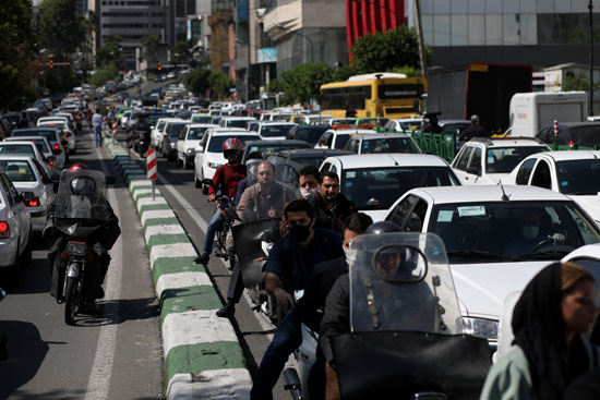 الازدحام فى شوارع طهران يهدد بعودة انتشار الفيروس مجددا