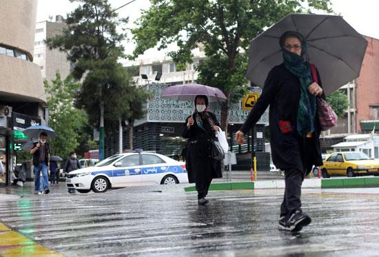 شوارع طهران تعود إلى الحياة