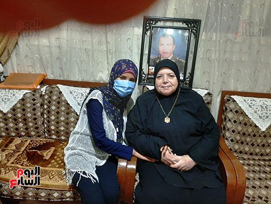 والدة-الشهيد-أحمد-الشبراوى-مع-محررة-اليوم-السابع