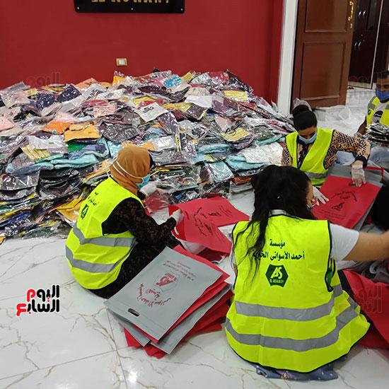 مسلم ومسيحى إيد وحدة ضد فيروس كورونا لمساعدة المتضررين بعين شمس (8)
