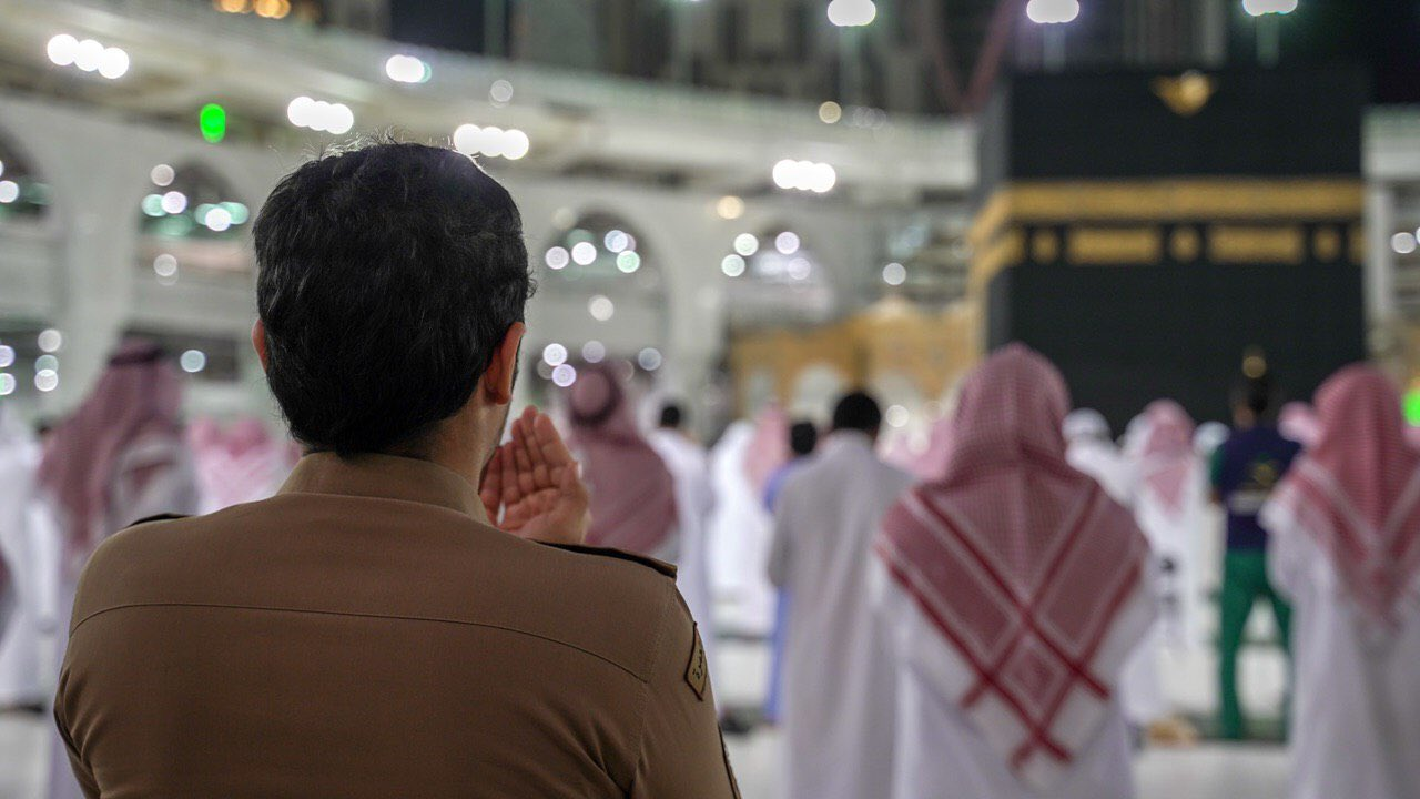 صلاة التهجد وختم القرآن في المسجد الحرام  (8)