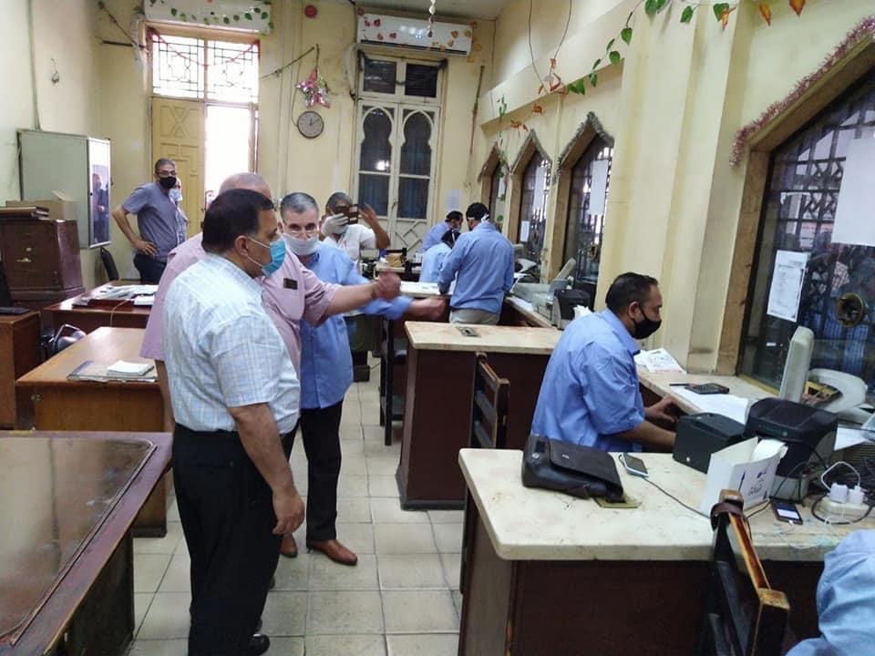 رئيس السكة الحديد يتفقد شبابيك حجز تذاكر محطة القاهرة  (3)