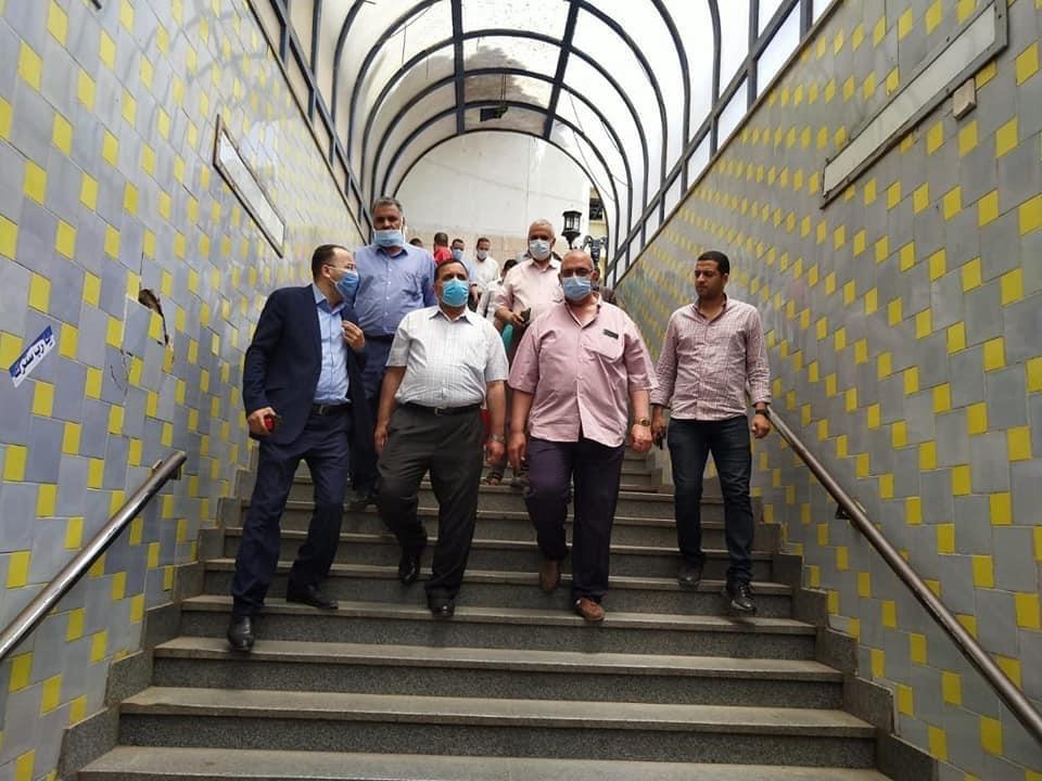 رئيس السكة الحديد يتفقد شبابيك حجز تذاكر محطة القاهرة  (7)
