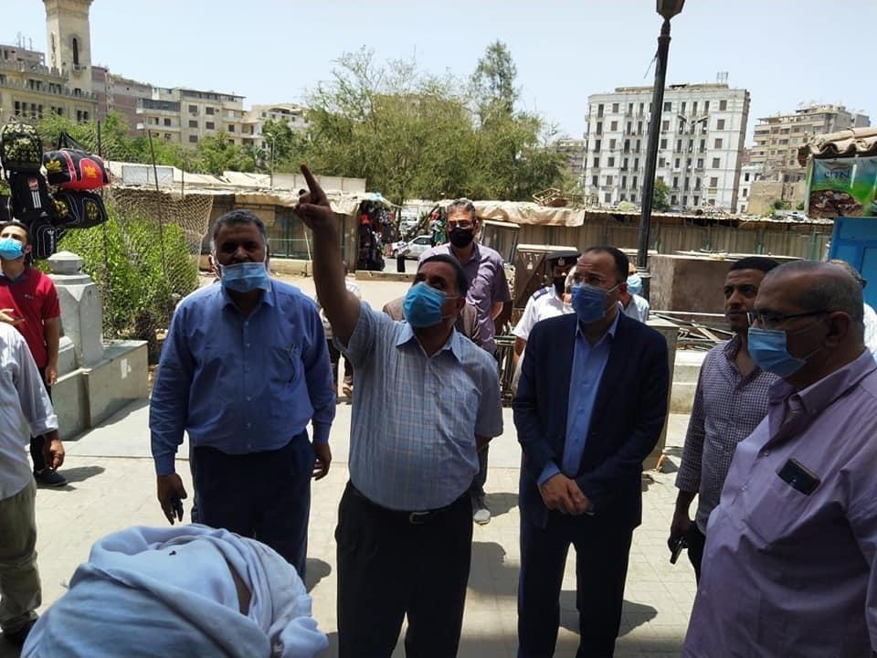 رئيس السكة الحديد يتفقد شبابيك حجز تذاكر محطة القاهرة  (8)