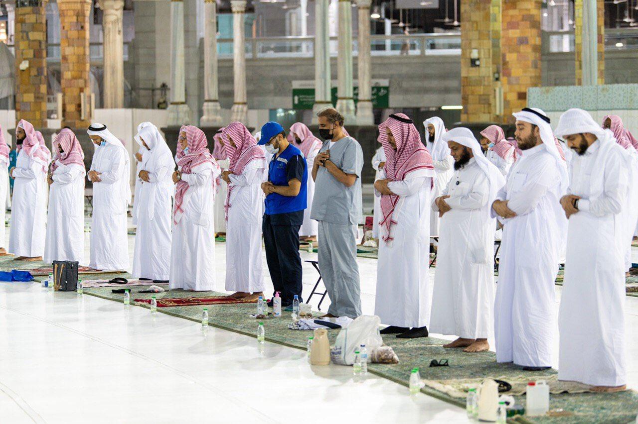 صلاة التهجد وختم القرآن في المسجد الحرام  (2)