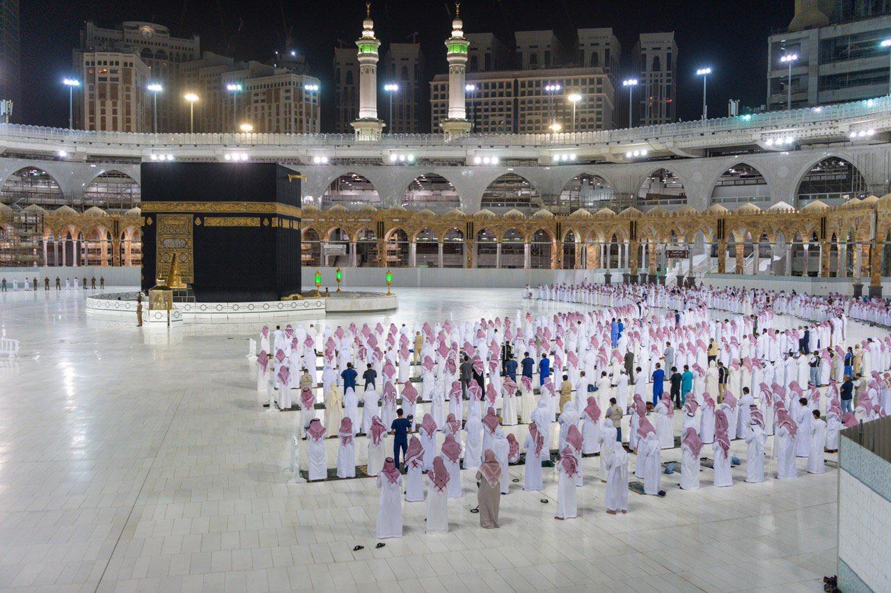 صلاة التهجد وختم القرآن في المسجد الحرام  (10)