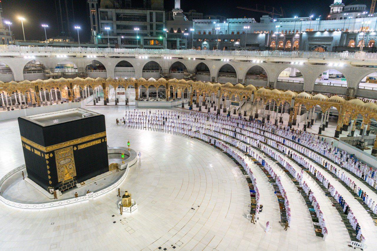 صلاة التهجد وختم القرآن في المسجد الحرام  (11)