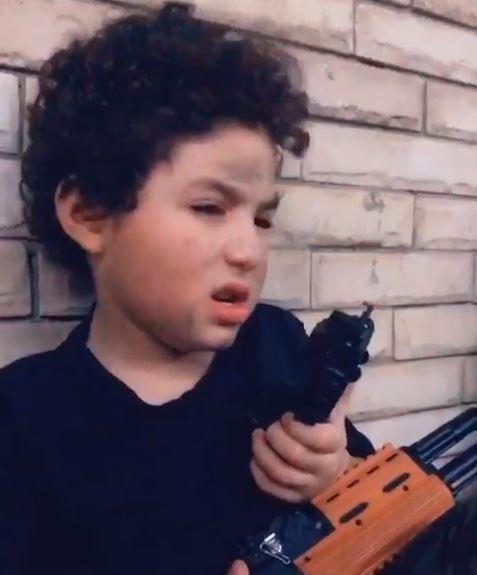 الطفل ياسين بن غنوة شقيقة أنغام  (3)