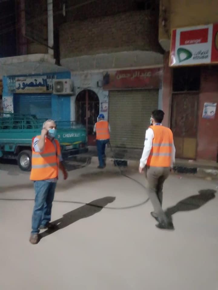 عمليات التعقيم الليلة بشوارع الطود