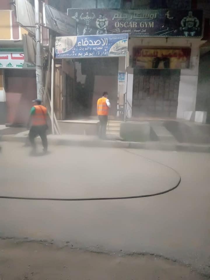 رش وتعيم شوارع مدينة الطود