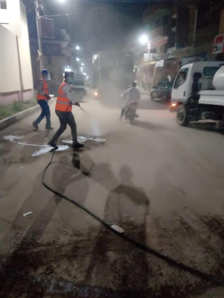 حملات التعقيم الليلية بشوارع مدن الأقصر