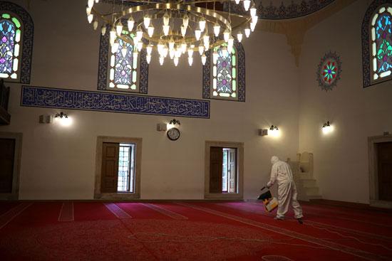 تعقيم-وتطهير-مسجد-فى-بلغاريا