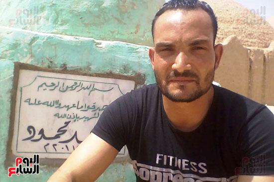 والد الشهيد المجند فراج محمد (4)