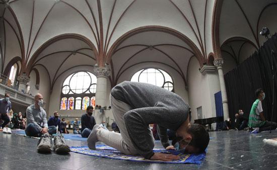 صلاة المسلمين داخل الكنيسة