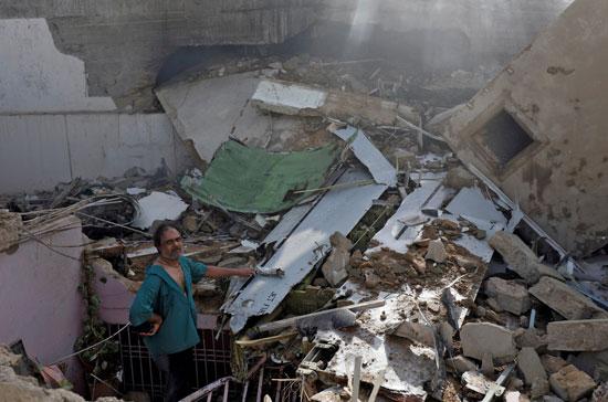 تحطم منازل جراء تحطم الطائرة على المنازل