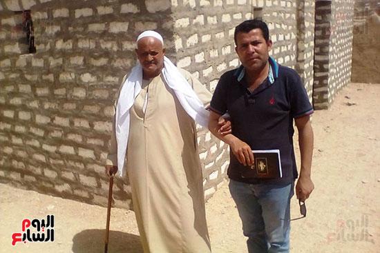 والد الشهيد المجند فراج محمد (1)