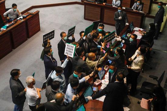 مشاجرة داخل البرلمان