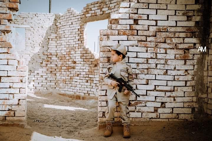 الطفل إياد بأحد الأماكن المخصصة للألعاب القتالية