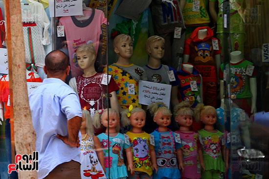 اقبال المواطنيين على شراء ملابس عيد الفطر المبار (5)