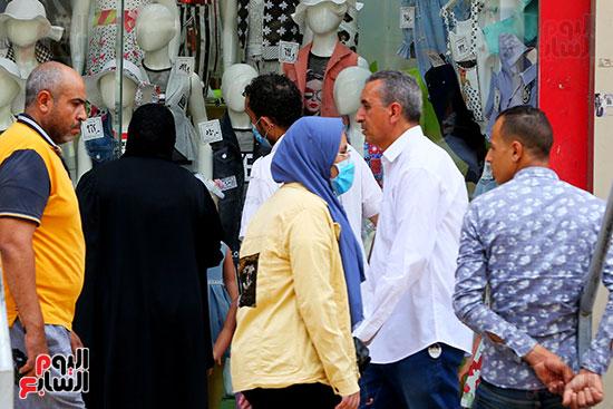 اقبال المواطنيين على شراء ملابس عيد الفطر المبار (10)