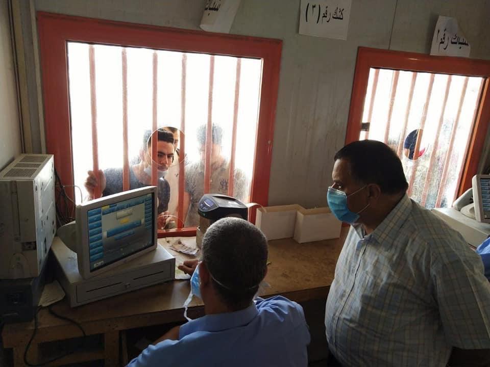 رئيس السكة الحديد يتفقد شبابيك حجز تذاكر محطة القاهرة  (12)