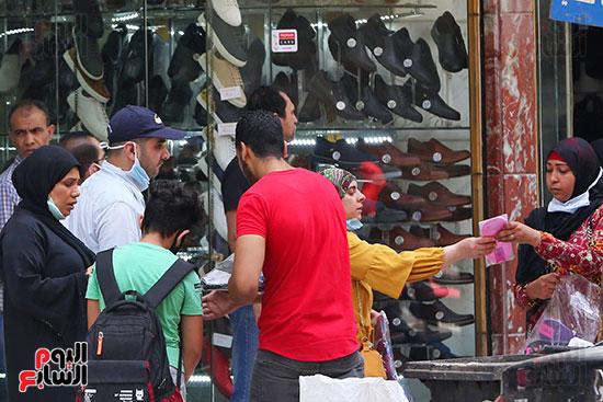 الاقبال على شراء ملابس العيد (5)
