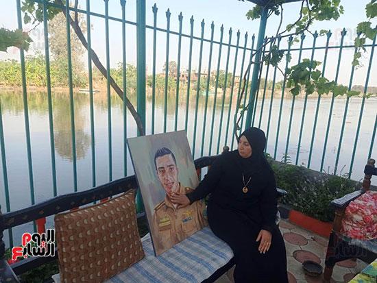 والدة الشهيد أحمد حسانين (2)