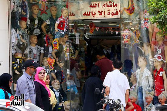 اقبال المواطنيين على شراء ملابس عيد الفطر المبار (9)