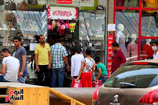 اقبال المواطنيين على شراء ملابس عيد الفطر المبار (8)