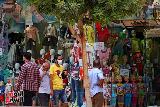 اقبال المواطنيين على شراء ملابس عيد الفطر المبار (6)