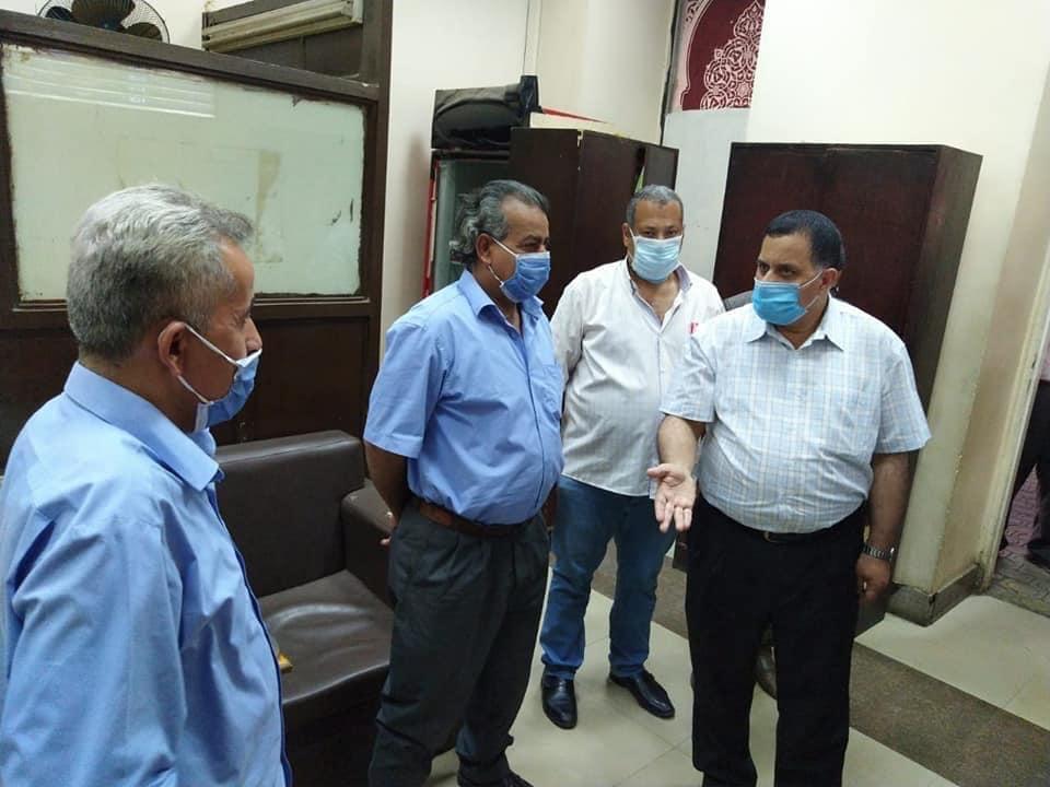 رئيس السكة الحديد يتفقد شبابيك حجز تذاكر محطة القاهرة  (4)